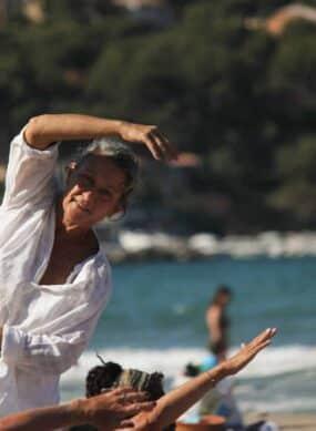 Yoga sur la plage des Lecques
